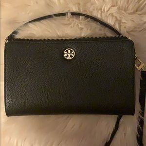 New AUTHENTIC Tory Burch Brody wallet crossbody